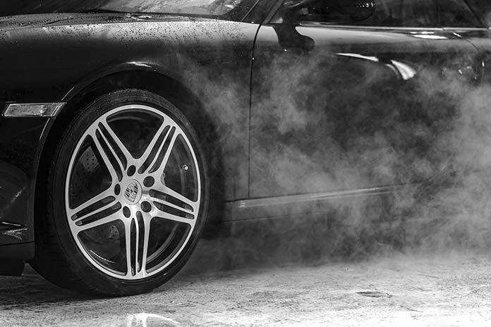 Żel do opon i szczotki do czyszczenia felg, czyli jak zadbać o koła naszego auta?